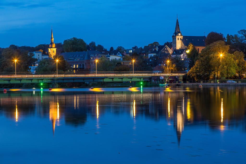 JT-131022-5974   Essen-Kettwig, südlichster Stadtteil, an der Ruhr, Stausee, Wasserkraftwerk und Schleuse, Marktkirche