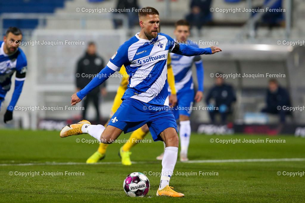 201127_svdvsbvt_0171 | 27.11.2020, xjfx, Fussball 2.BL SV Darmstadt 98 - Eintracht Braunschweig,  emspor, emonline, despor, v.l.,  Tobias Kempe (SV Darmstadt 98) Goal scored, Tor zum 1:0     (DFL/DFB REGULATIONS PROHIBIT ANY USE OF PHOTOGRAPHS as IMAGE SEQUENCES and/or QUASI-VIDEO)