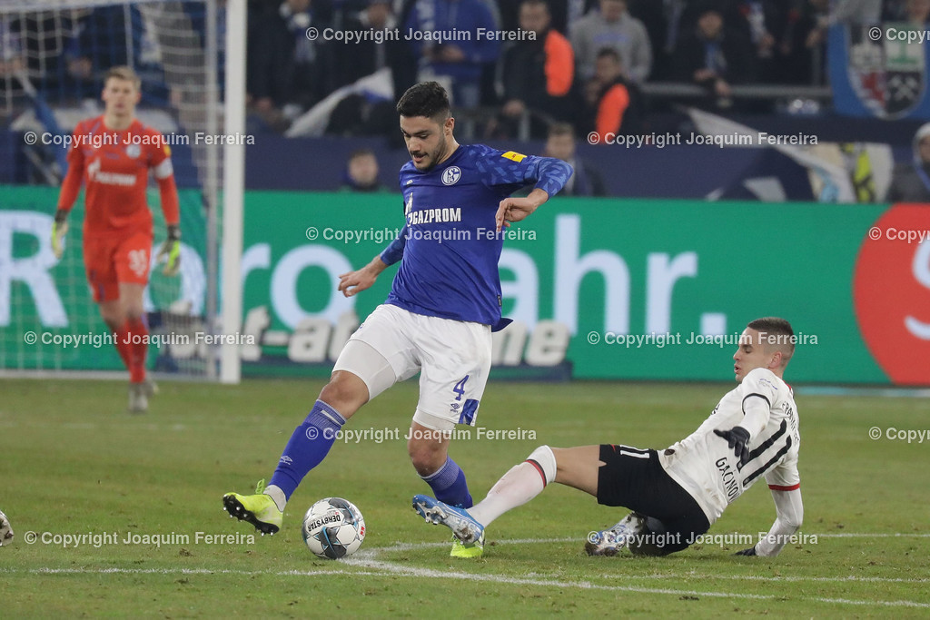 191215_schvssge_0070 | 15.12.2019 Fussball 1.Bundesliga, FC Schalke 04 - Eintracht Frankfurt  emspor  v.l., Ozan Kabak (FC Schalke 04), Mijat Gacinovic (Eintracht Frankfurt),Zweikampf, Action, Aktion, Battles for the Ball  (DFL/DFB REGULATIONS PROHIBIT ANY USE OF PHOTOGRAPHS as IMAGE SEQUENCES and/or QUASI-VIDEO)