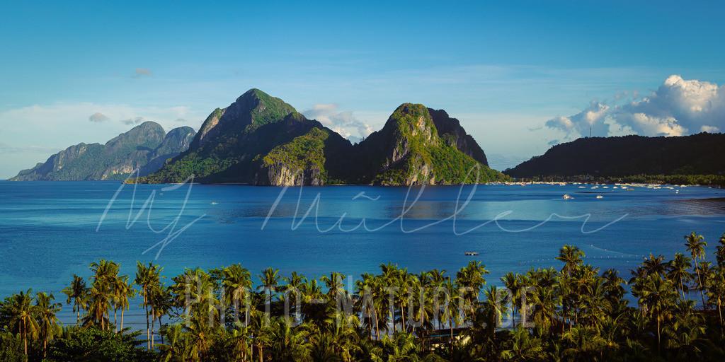 Schöne Küstenlandschaft auf den Philippinen | Beeindruckende Berge an der Küste einer philippinischen Insel