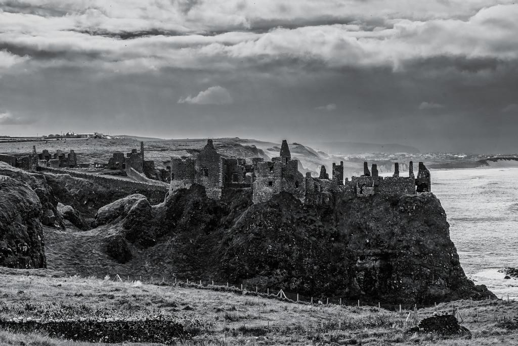 Ireland-Dunluce Castle B+W
