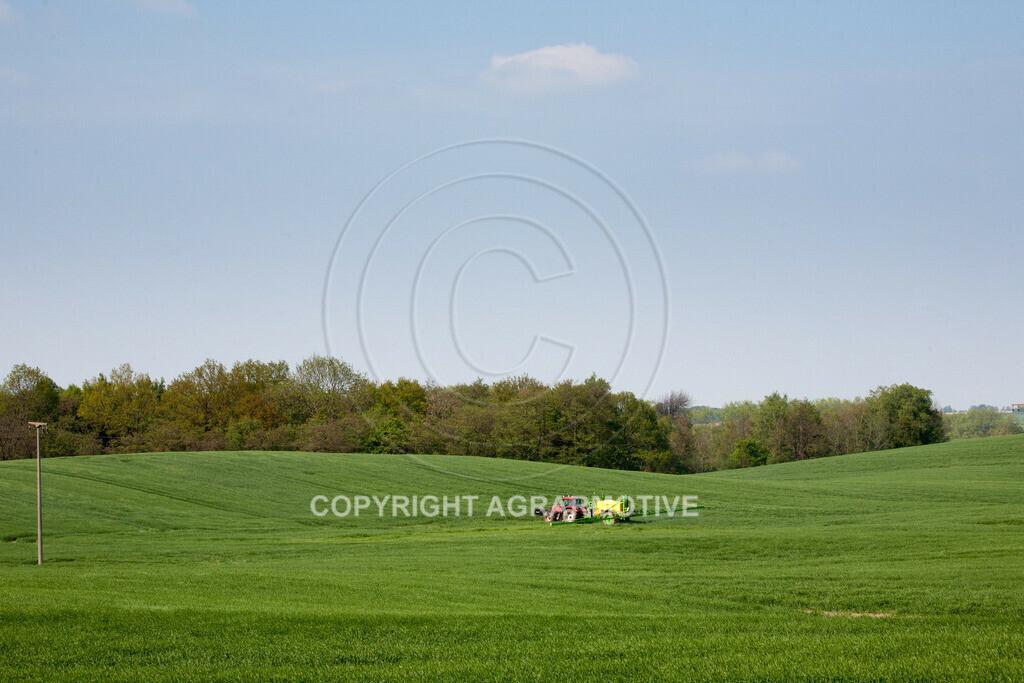 20130516-_MG_9796 | Feldspritze im Weizenfeld - AGRAFOTO Bildagentur