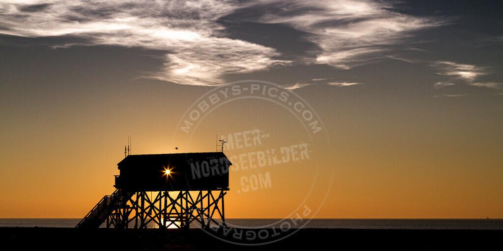 _MG_8295   Pfahlbau im Sonnenuntergang