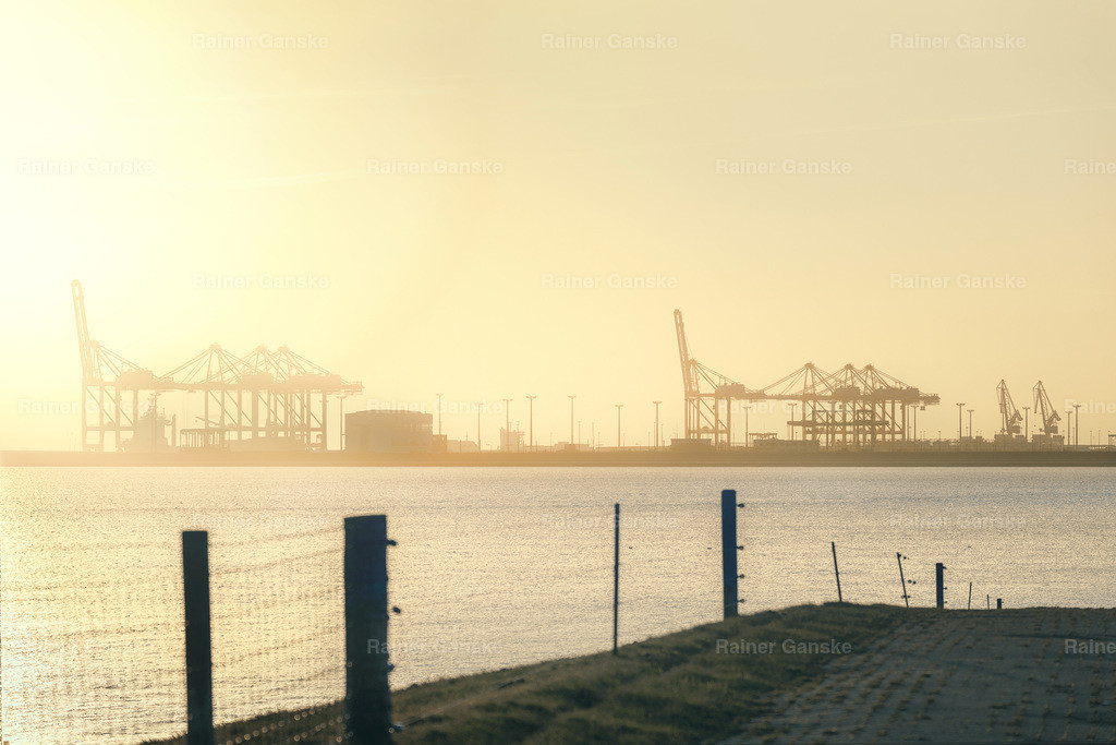 180130-37-Wilhelmshaven Jade Weser Port Morgens
