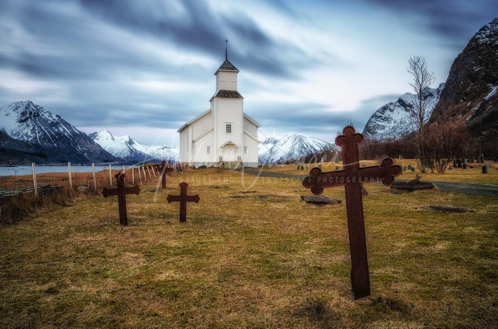 Die alte Holzkirche von Gimsoy