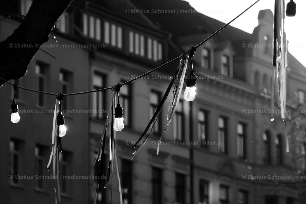 Licht | Lichterkette von dem JOODE LADE in Köln. Im Hintergrund die Lindenstraße