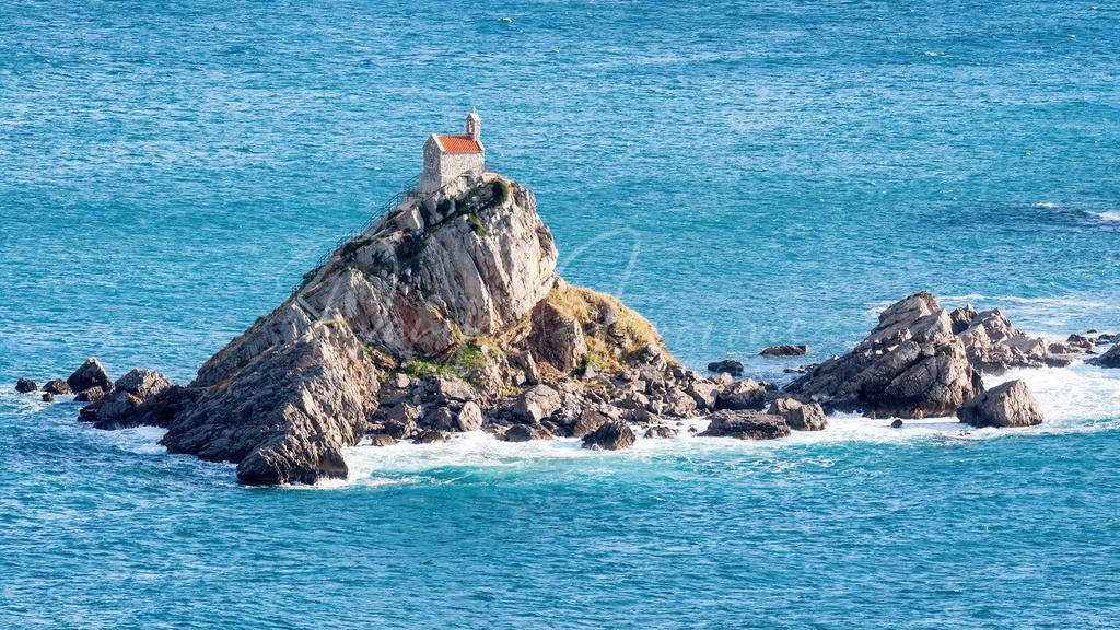 Sveta Nedelja   Die Insel Sveta Nedelja in Montenegro