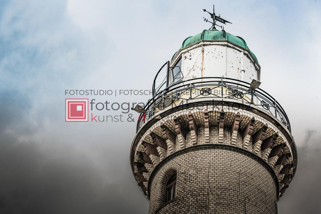 _MBE1295 | Die Bildergalerie Warnemünder Leuchturm des Fotografen Marko Berkholz, zeigen Tag und Nachtaufnahmen aus unterschiedlichen Perspektiven des über 100 Jahre alten Leuchtturms im Ostseebad Warnemünde.