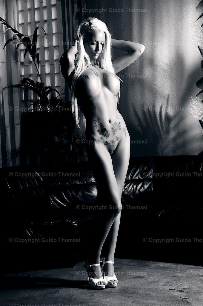Schwarzweiß Galerie   Die hohe Kunst der Aktfotografie. Hier findet Ihr Erotikposter und Aktposter aus meinem langjährigen schaffen. Besonders die Schwarzweiß fotografie finde ich besonders schön.