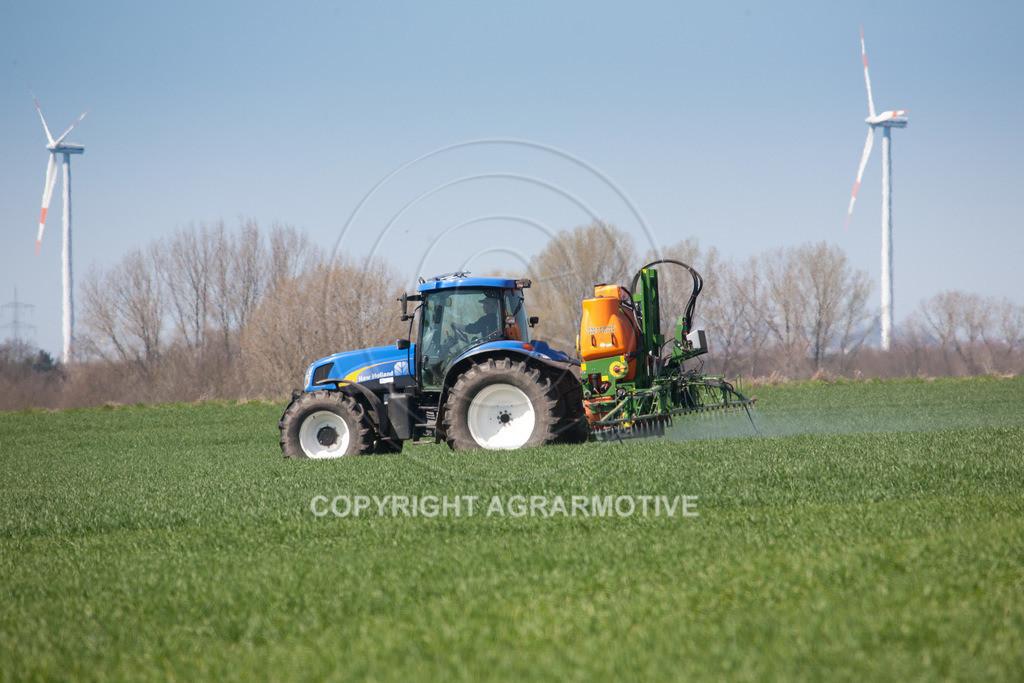 20100417-IMG_5629 | Feldspritze im jungen Getreidebestand
