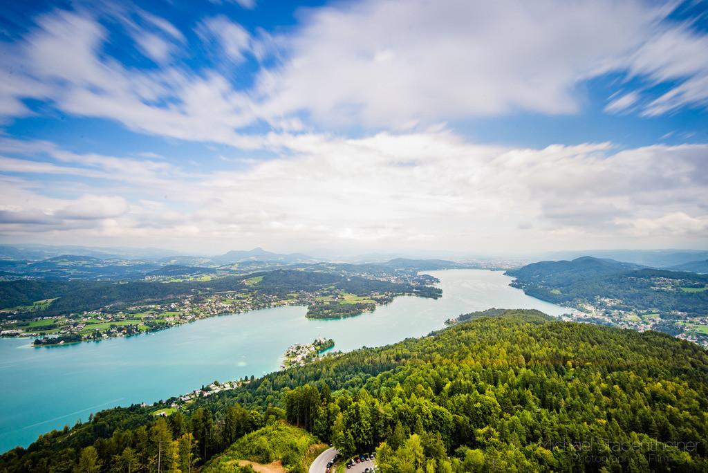 Wörthersee in Kärnten   Aufnahme vom Pyramidenkogel in Kärnten / Österreich