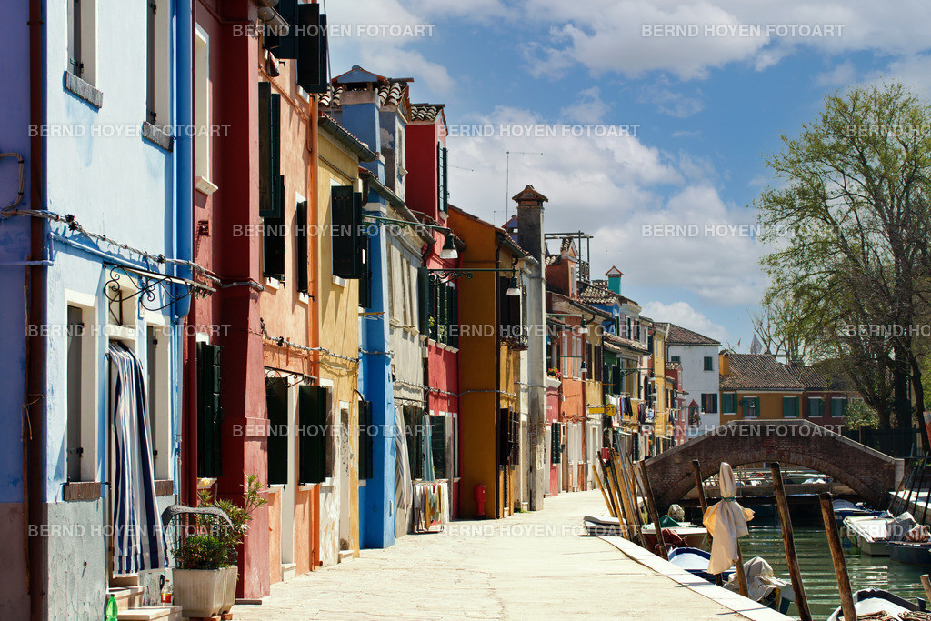 burano walk | Fotografie einiger Hausfassaden in Burano, Italien. | Photo of some house facades in Burano, Italy.