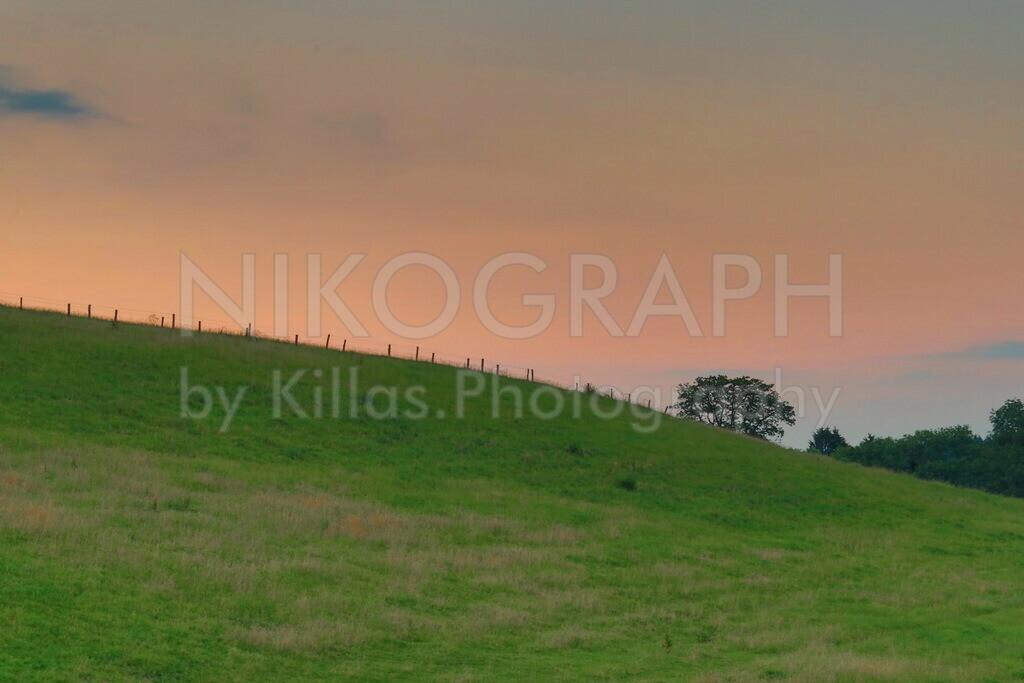 Abendhimmel im Sauerland | Der Abendhimmel vor der Hügellandschaft des Sauerlandes bei Neuenrade.