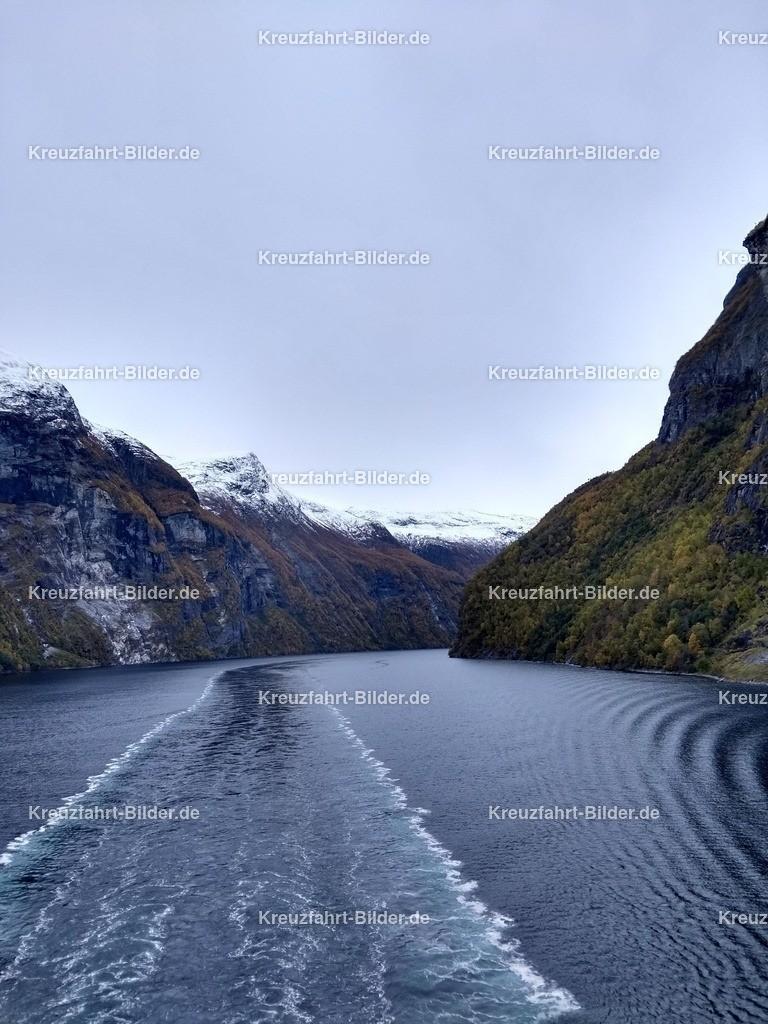 Fahrspur im Geirangerfjord | Die Fahrspur der AIDasol am Morgen im Geirangerfjord