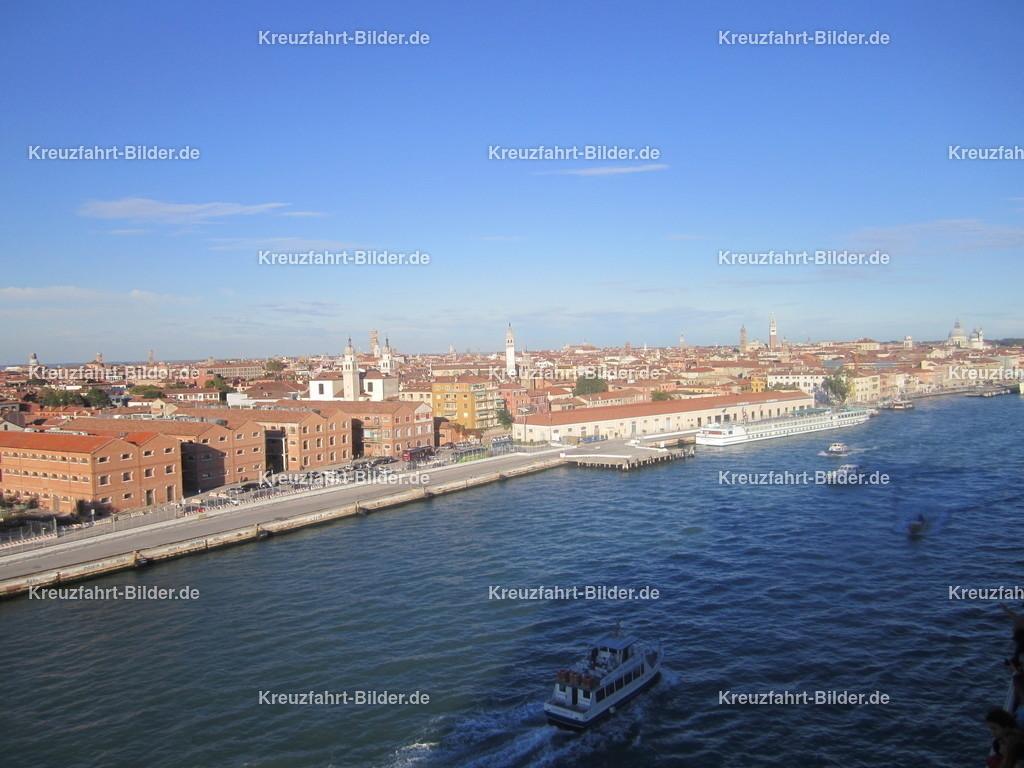 Venedig vom schiff | Blick auf Venedig, aufgenommen auf der Costa neoRiviera, heutige AIDAmira.