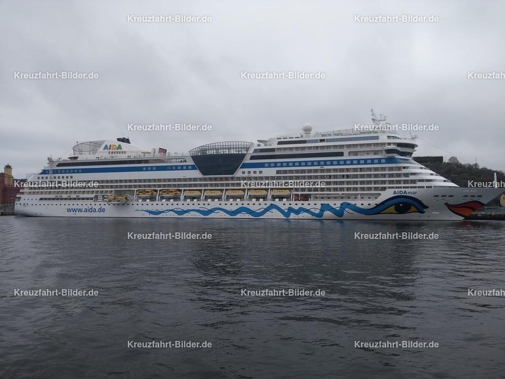 AIDAmar in Stockholm | AIDAmar liegt im Hafen von Stockholm. Vom Wasser aus fotografiert.