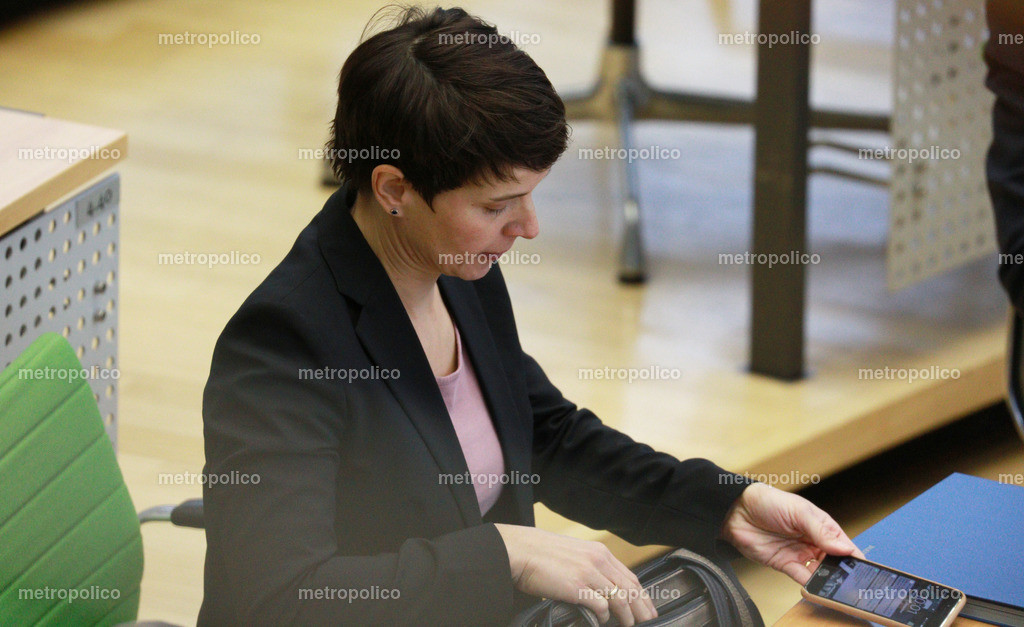 Frauke Petry legt Handy ab