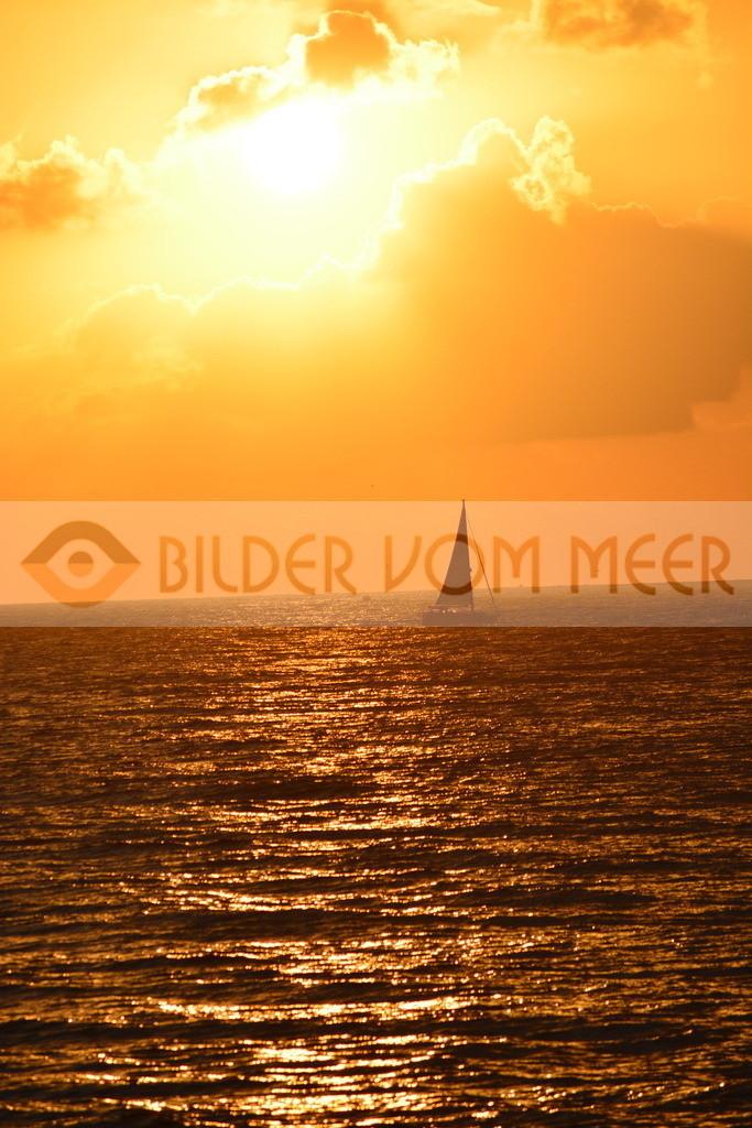 Sonnenaufgang Bilder | Sonnenaufgang Bilder auf Meer mit Segelboot