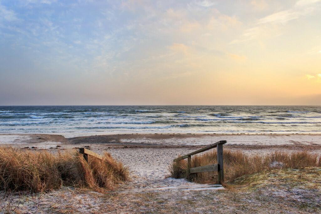 Strand in Damp | Morgenrot am Strand in Damp im Winter