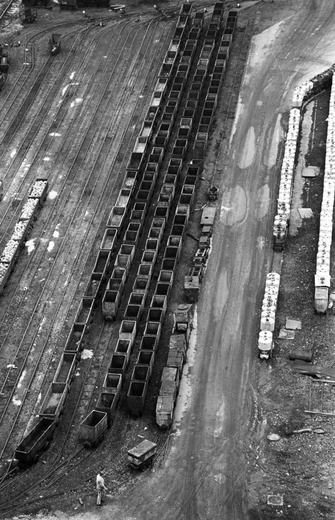 Zeche Zollverein   Essen, NRW, Deutschland,14.12.1987, Zeche Zollverein, ein Jahr nach der Schließung.