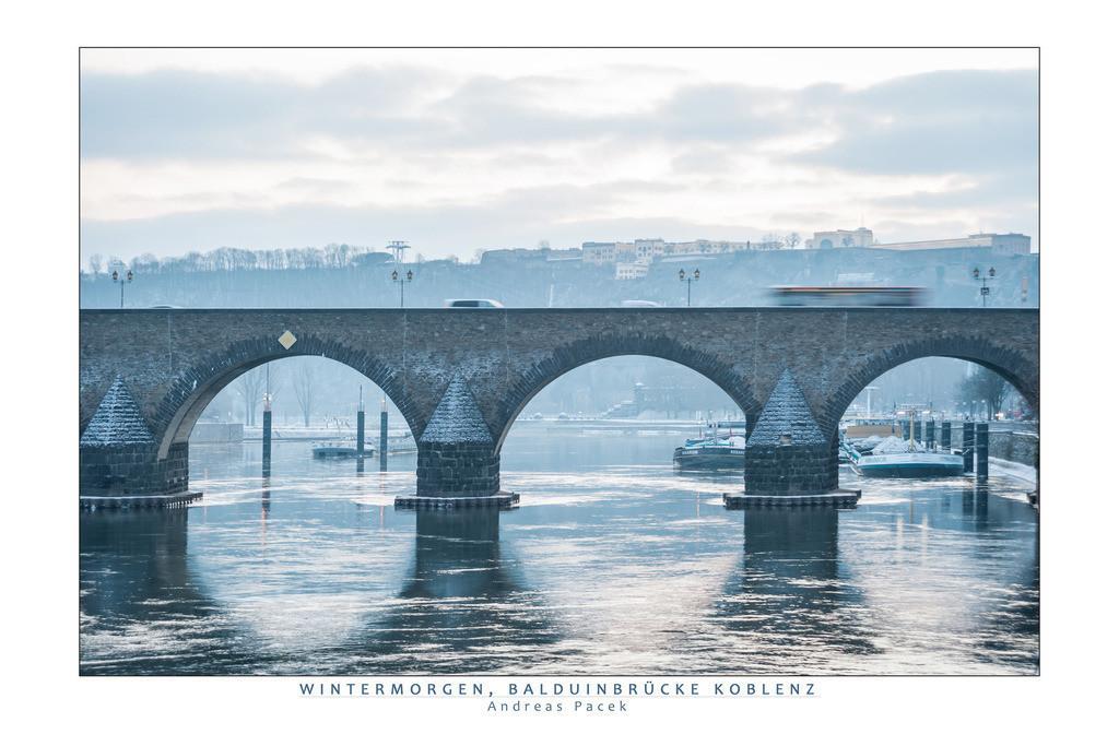 Wintermorgen, Balduinbrücke Koblenz | Die Serie 'Leuchtender Rhein' zeigt den Rhein in leuchtenden Farben.