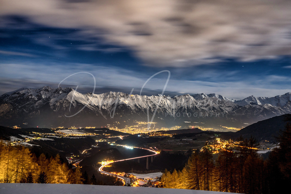 Vollmond | Blick im Vollmondlicht auf Innsbruck und die Nordkette