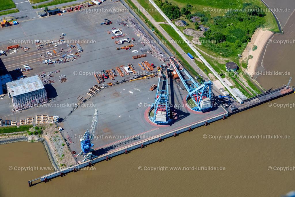 Nordenham_ELS_3354310521   NORDENHAM 31.05.2021 Freiflächen un Verladekräne der Windrad- Montage und Produktionsstätte im Industriegebiet