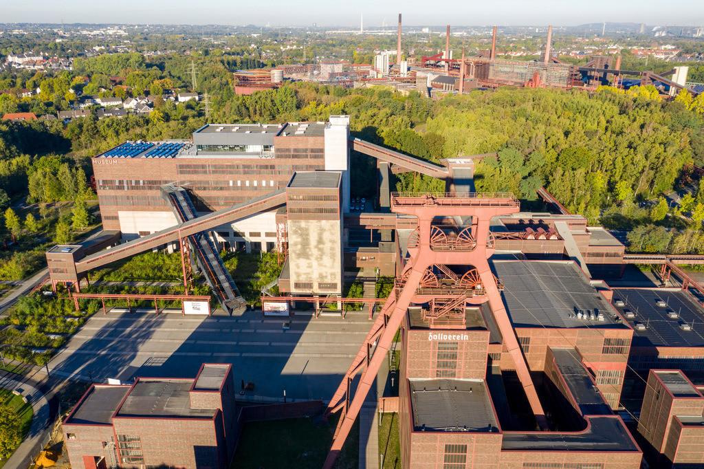 JT-180927-012 | Welterbe Zeche Zollverein in Essen, Doppelbock Fördergerüst von Schacht 12, Ruhrmuseum im Gebäude der ehemaligen Kohlenwäsche,