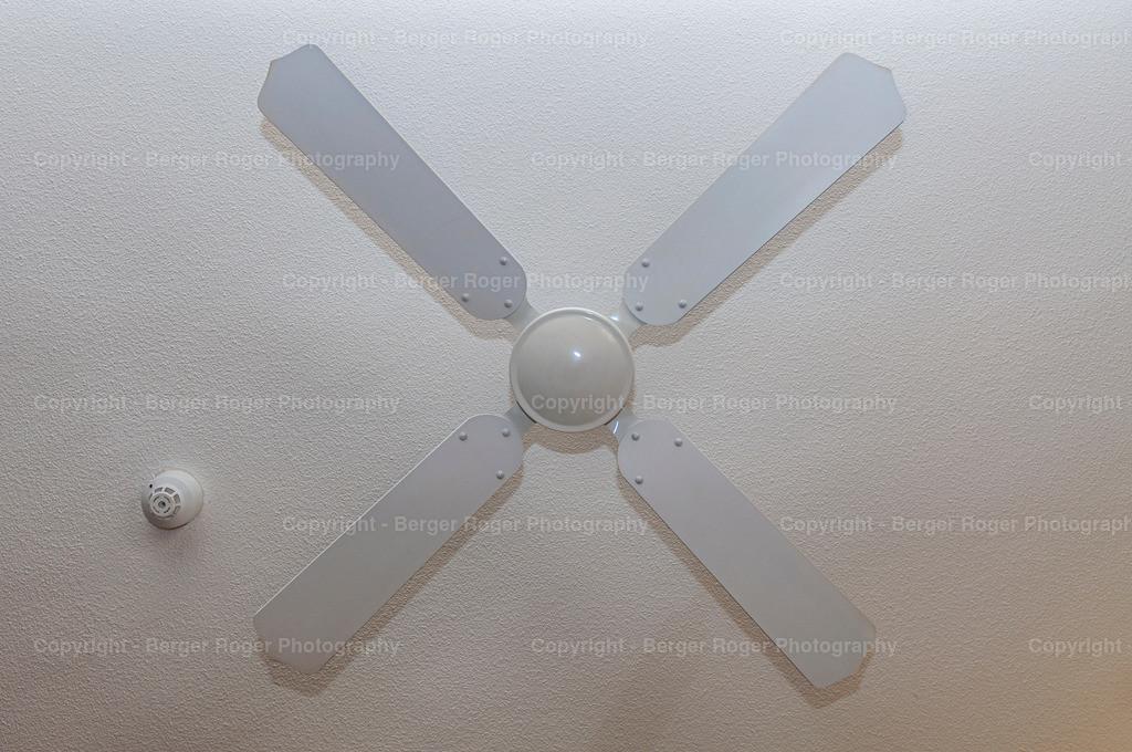 Ventilator weiss / von unten   Bildmaterial für Fotografen, Webdesigner und Grafikdesigner zum weiterverarbeiten