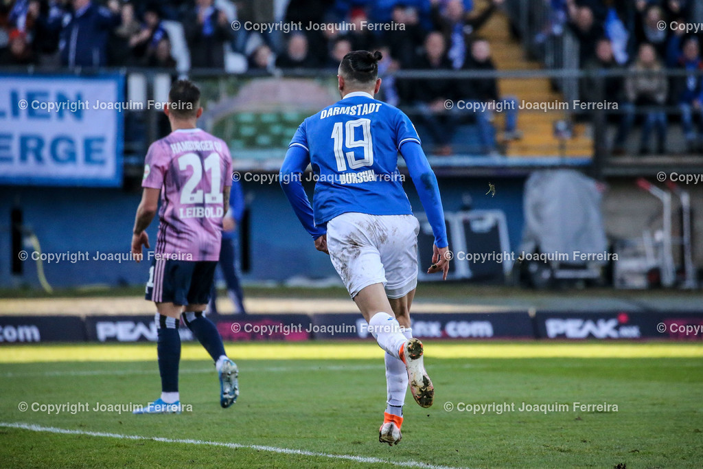 191221svdvshsv_0729 | 21.12.2019 Fussball 2.Bundesliga, SV Darmstadt 98-Hamburger SV emspor, despor  v.l.,  Tim Leibold (Hamburger SV), Serdar Dursun (SV Darmstadt 98) Torjubel, Goal celebration, celebrate the goal      (DFL/DFB REGULATIONS PROHIBIT ANY USE OF PHOTOGRAPHS as IMAGE SEQUENCES and/or QUASI-VIDEO)