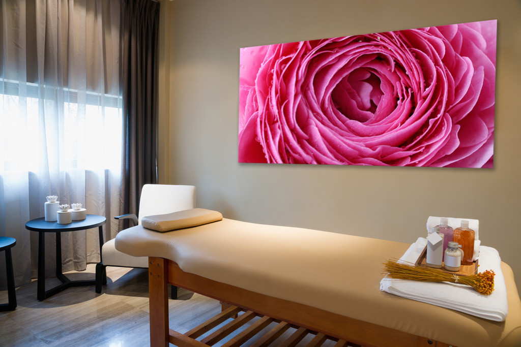 Blütenmotiv für einen Massageraum | Anwendungsbeispiel für einen Therapieraum im Wellnessbereich. Sie finden dieses Motiv in der Galerie Farben und Formen - Blütenpracht