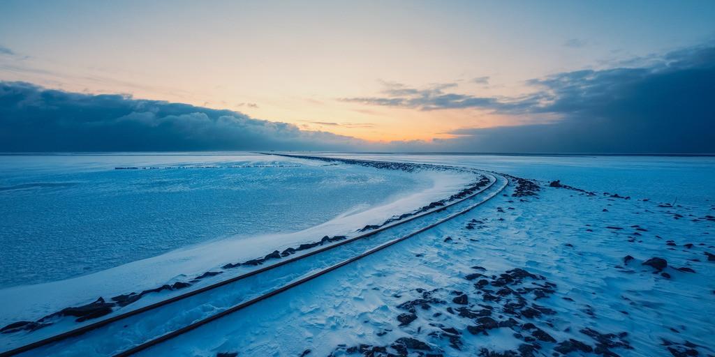The Icy Track | Der Lorendamm in Lüttmoorsiel zwischen zwei Schneestürmen