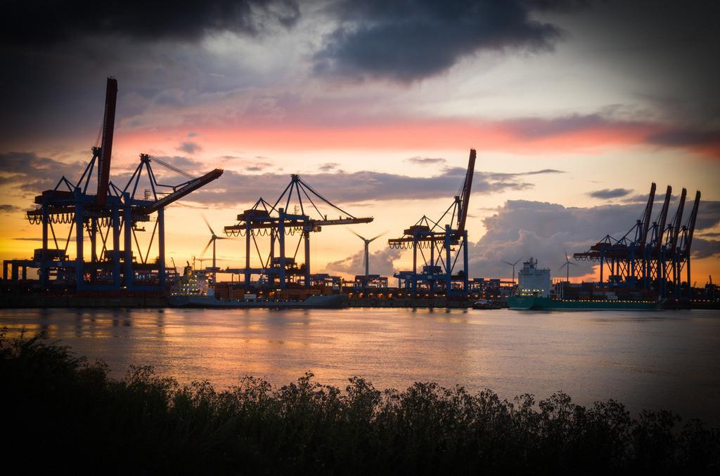 Containerterminal Altenwerder | Containerterminal Altenwerder im Sonnenuntergang