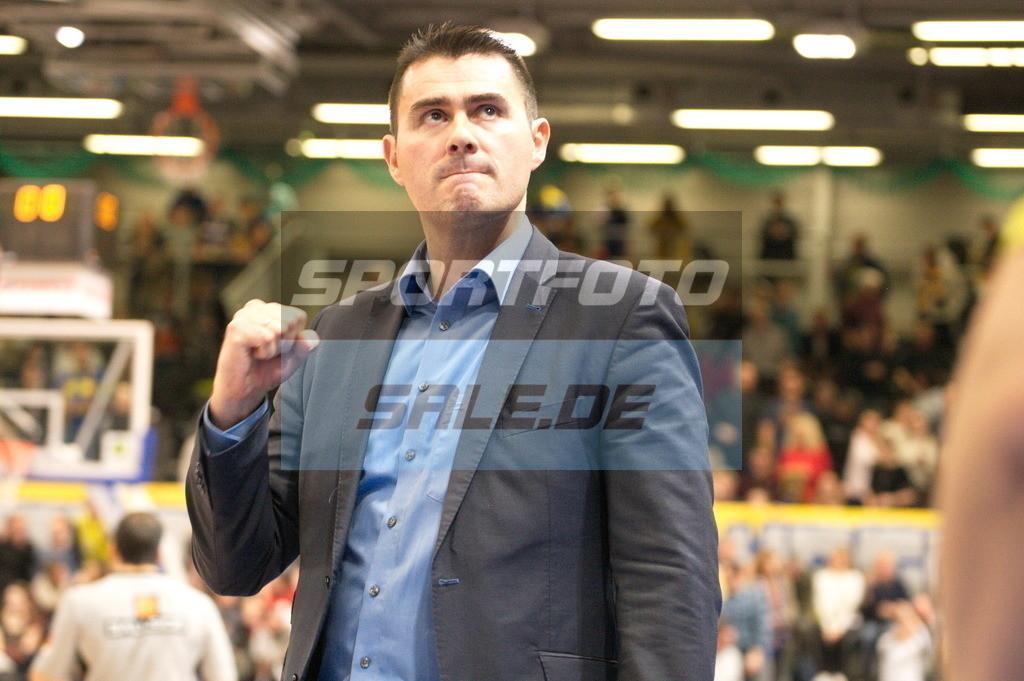 Phoenix Hagen - Kirchheim Knights   Mauricio Parra (Trainer der Kirchheim Knights)