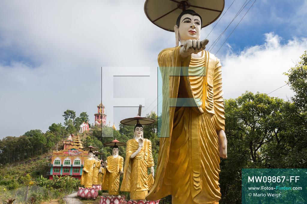 MW09867-FF | Myanmar | Mindat | Reportage: Mindat im Chin State | Reihe von Buddha-Statuen im Kloster Taung Pu Lu. Der höchste Punkt von Mindat bietet einen fantastischen Ausblick auf den Ort und die malerische Berglandschaft.  ** Feindaten bitte anfragen bei Mario Weigt Photography, info@asia-stories.com **