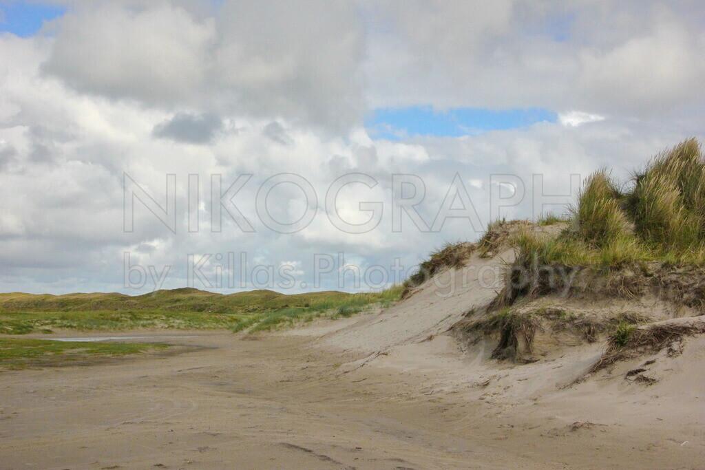 Dünen von Texel   Die Dünen unter dem Wolkenhimmel von Texel.