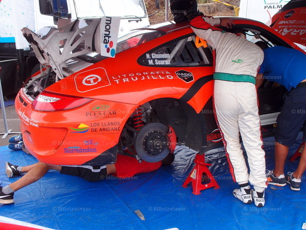 P9232307 | Das Porsche Team bei der Arbeit