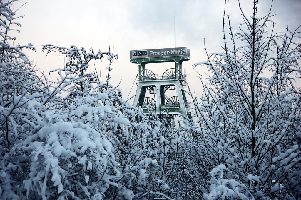 JT-101220-507 | Fördergerüst der Zeche Prosper Haniel in Bottrop, im Winter,