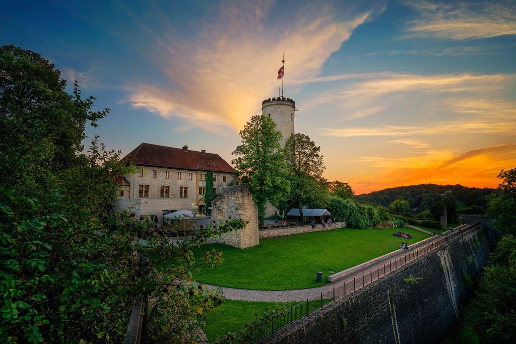 Sonnenuntergang über der Sparrenburg | Sonnenuntergang über der Sparrenburg (Bielefeld).
