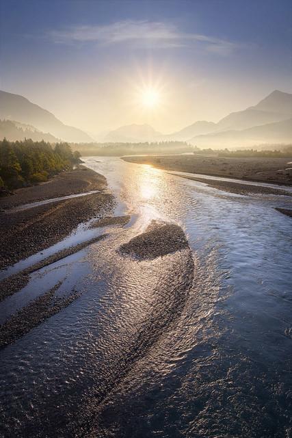 Goldener Strom | Früh morgens tauchte die Sonne den Lech in goldenes Licht.