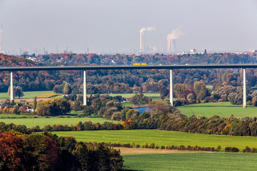 JT-131022-5814 | Mülheim an der Ruhr,  Ruhrtalbrücke, Autobahnbrücke der A52, Industriekulisse von Duisburg, Kraftwerk Kühlturm