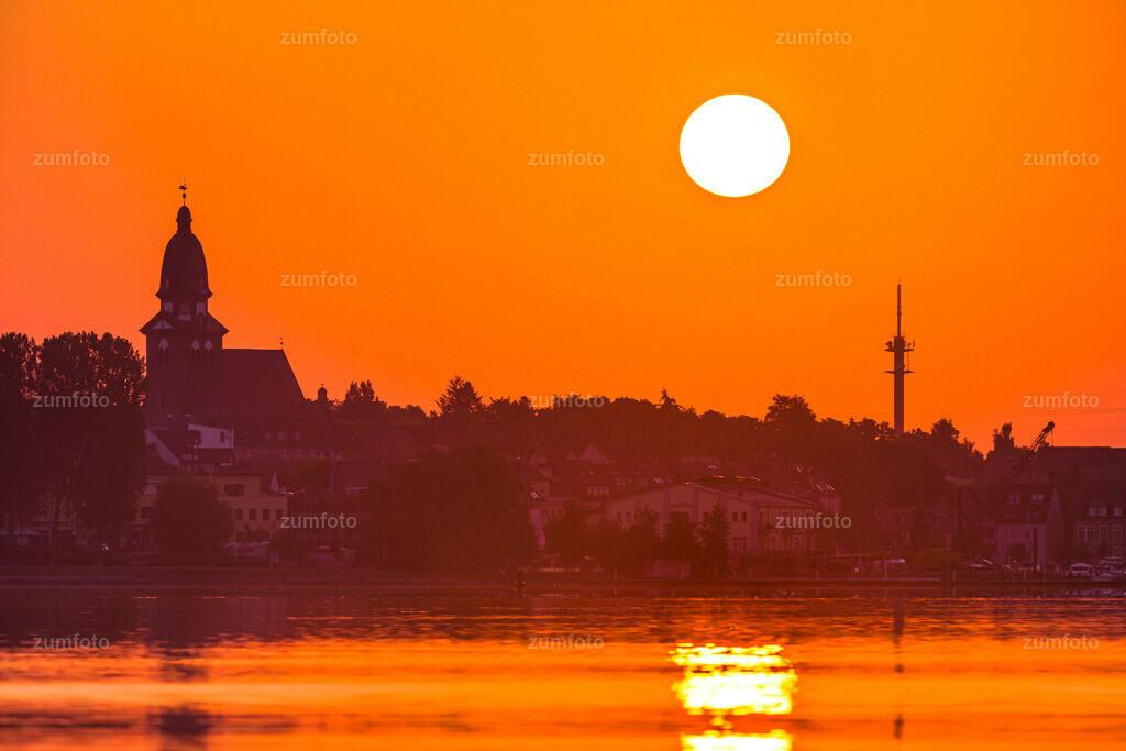 150704_0410-6076-81-A | Sonnenaufgang über Waren (Müritz) mit der Marienkirche