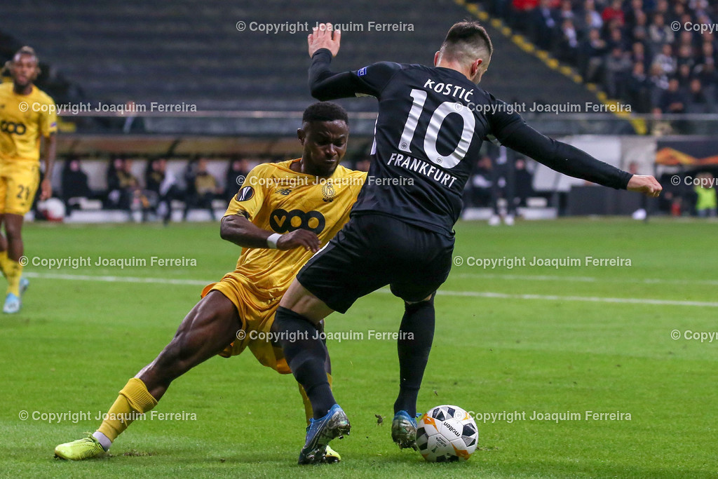 191024_sgevslie_0722 | 24.10.2019 Gruppenspiel Gruppe F UEFA Europa League Saison 2019/20 Eintracht Frankfurt - Standard Liege  emspor, emonline, despor, v.l., Collins Fai (Standard Liege),Filip Kostic  (Eintracht Frankfurt),Zweikampf, Action, Aktion, Battles for the Ball  Foto: Joaquim Ferreira (DFL/DFB REGULATIONS PROHIBIT ANY USE OF PHOTOGRAPHS as IMAGE SEQUENCES and/or QUASI-VIDEO)