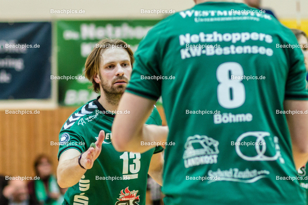 2016_124_BLM_Netzhoppers-Lüneburg | Jubel beim Kapitän Manuel Rieke (Netzhoppers #13) mit Matthias Böhme Boehme (Netzhoppers #8)