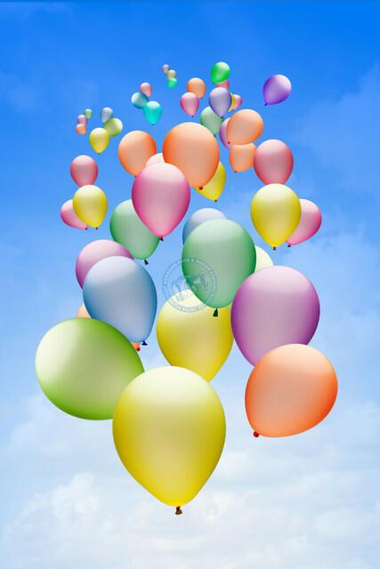 Bunte Luftballons vor blauem Himmel | DEU, Deutschland, Filderstadt, 20.10.2018, Bunte Luftballons vor blauem Himmel © 2018 Christoph Hermann, Bild-Kunst Urheber 707707