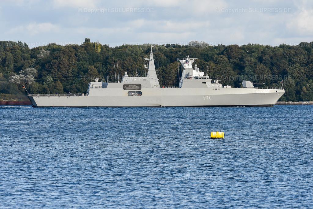 Fregatte vom Typ MEKO A-200AN   Fregatte vom Typ MEKO A-200AN, die F 910  'El Radii' in der Kieler Förde nach einer Werfterprobungsfahrt. 2012 hat Algerien zwei Fregatten vom Typ MEKO-A200 bei TKMS in Kiel bestellt. Anfang 2019 hat die Bundesregierung den Export einer weiteren Fregatte vom Typ MEKO-A200 an Ägypten genehmigt. Aufgrund der Menschenrechtslage in Ägypten ist diese Genehmigung umstritten.