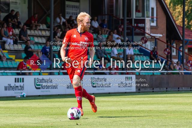 Fußball, Herren, LOTTO-Pokal Halbfinale, FC Eintracht Norderstedt - Altona 93, Edmund-Plambeck-Stadion, 16.08.2020   Juri Marxen (#4, Norderstedt, Rechter Verteidiger)