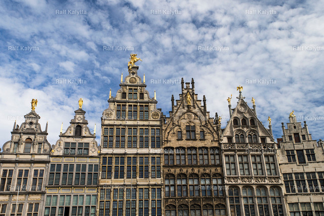 Houses in Antwerp | The image shows a historical house front in Antwerp