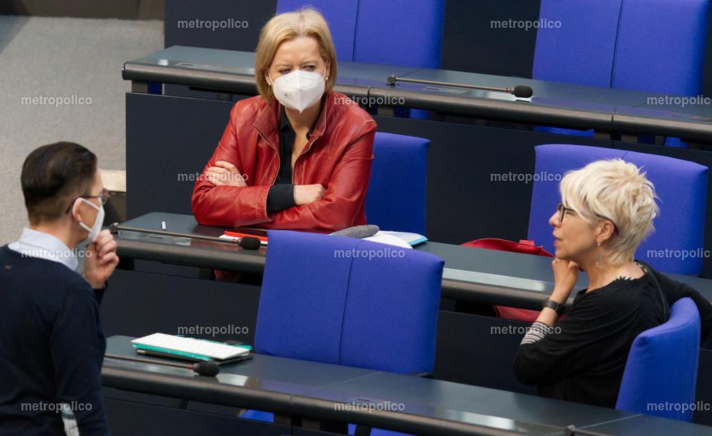 Gesine Lötzsch mit Maske Bundestagsfraktion