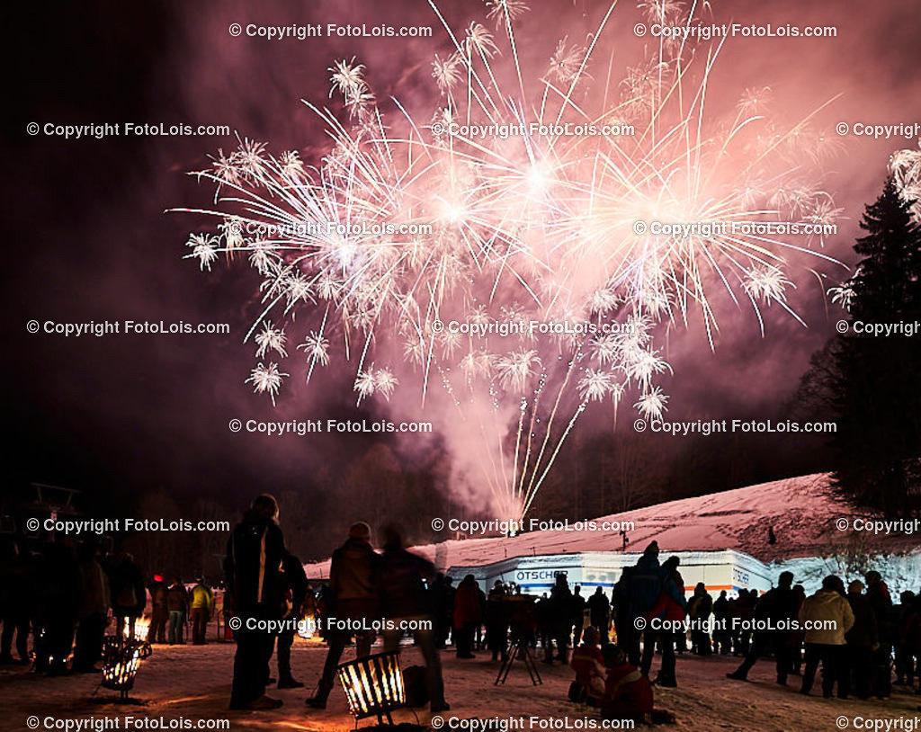 268_FIRE-ICE_Lackenhof | (C) FotoLois.com, Alois Spandl, FIRE & ICE in Lackenhof bei der Schirmbar im Weitental mit der Liveband àlaSKA, Feuershow von FEUERMATRIX, feurige Kulinarik, Pistenraupentaxi und dem großen Abschlussfeuerwerk zum Beginn der Semesterferien, Sa 2. Februar 2019.